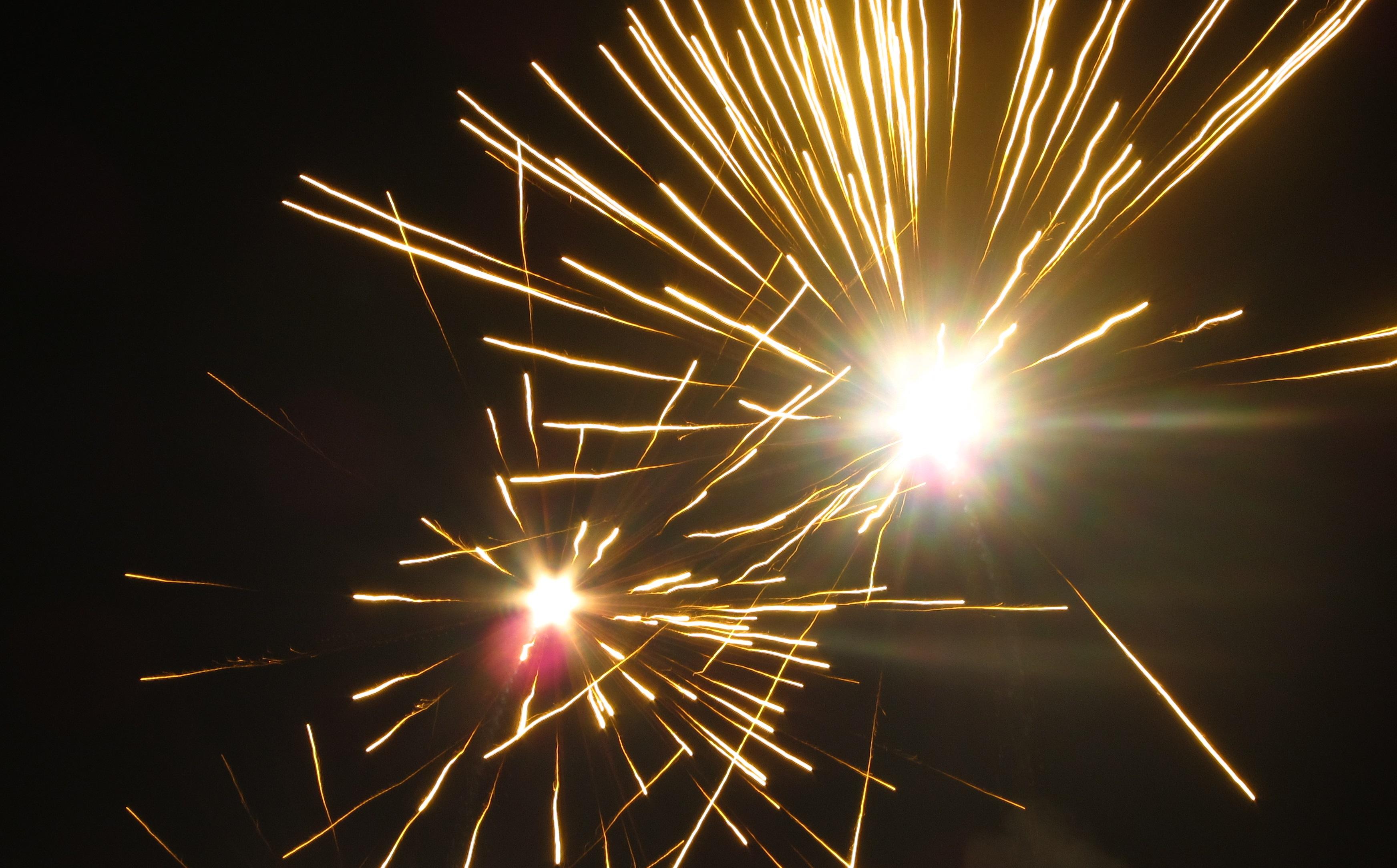-_12_-_ITALY_-_fuochi_d'artificio_a_Padova_(_fireworks_Padua_)_Prà_della_Valle_2