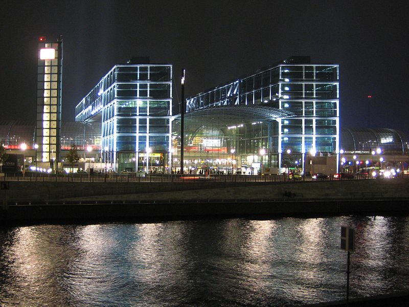 Berlin_Hauptbahnhof_at_night