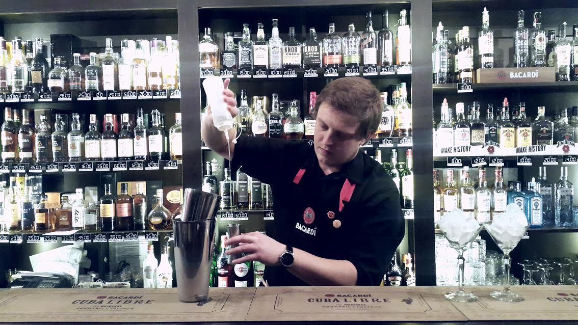 Tak powstają koktajle w Parterze | fot. Adrian Walczak, Parter Whisky Vodka Cocktail Bar
