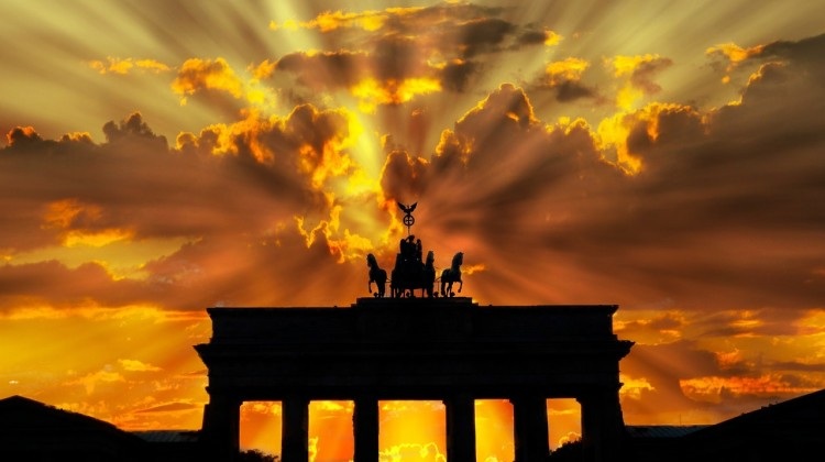 brandenburger-tor-dusk-dawn-twilight-64278/pexels
