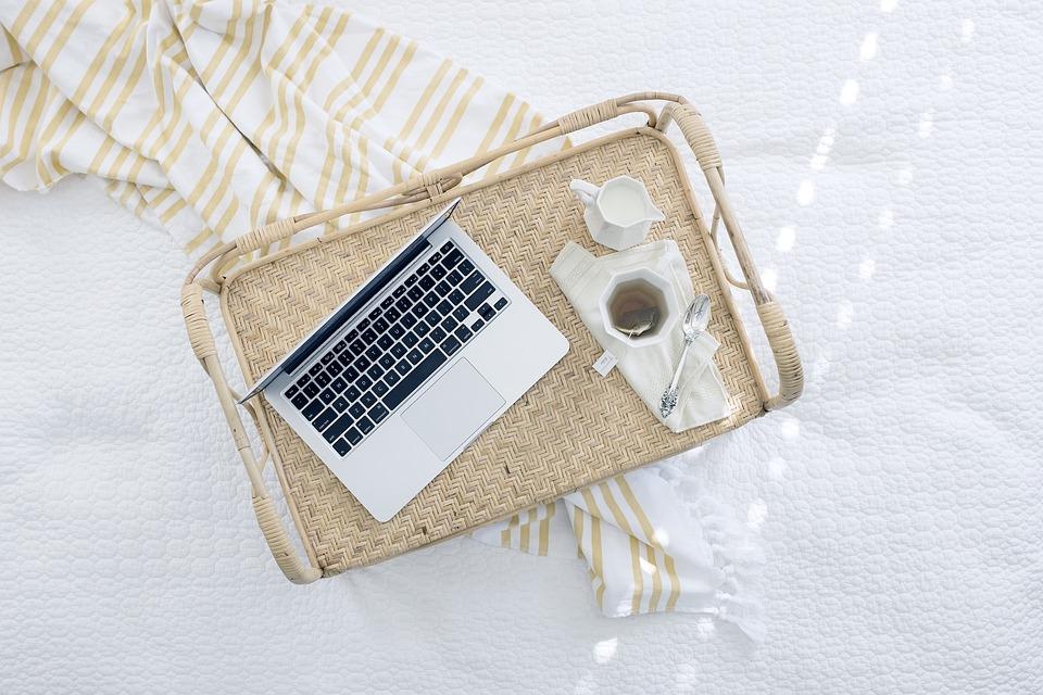 Dobry i niedrogi laptop do pracy – jak go wybrać