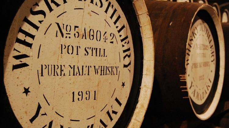 O czym musisz pamiętać, kiedy chcesz poprawnie podawać whisky