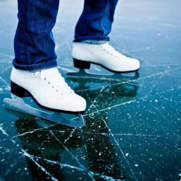 Łyżwy to jedna z opcji aktywnego spędzenia czasu podczas ferii zimowych. [fot. materiały organizatora]