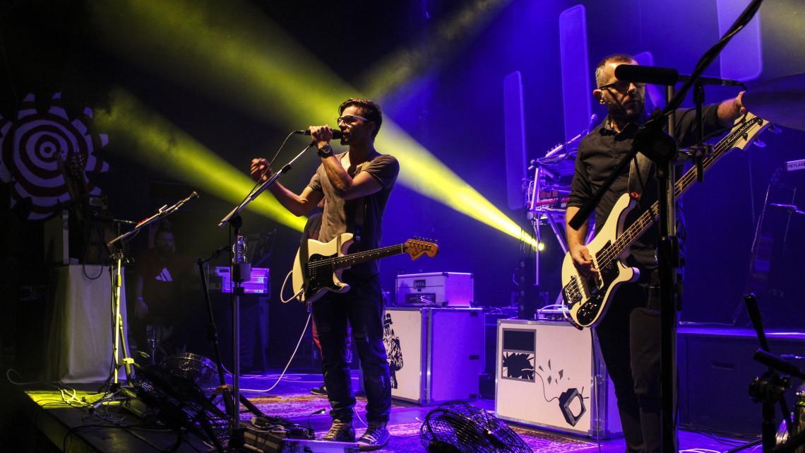 Zespół happysad podczas koncertu w Od Nowie 8 listopada 2015 roku [fot. Paula Gałązka]