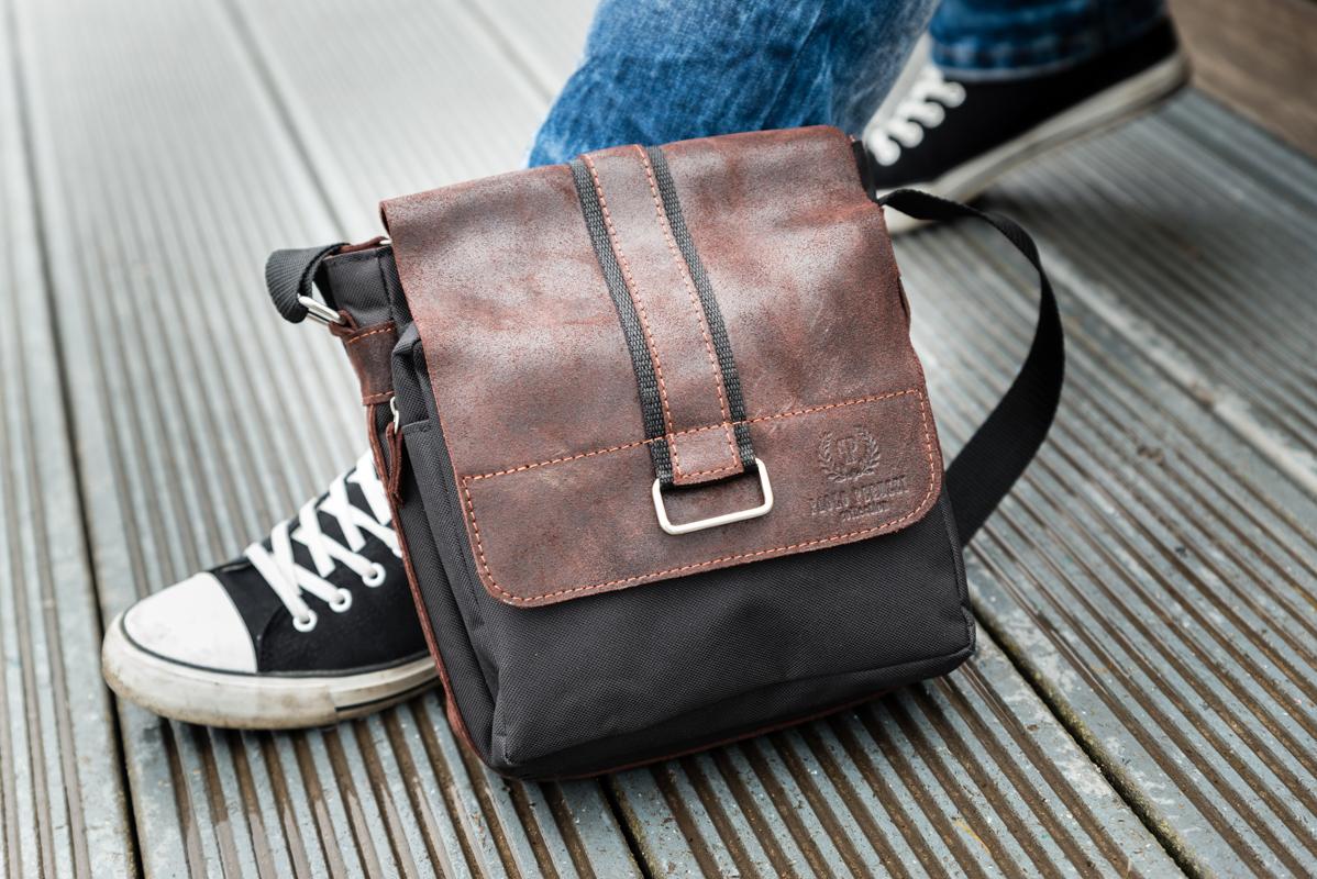 1b5100f191ad4 Torba skórzana na jesień 2018 to także określony model. Okazuje się, że  króluje przede wszystkim torba vintage. Tego typu torby męskie, choć  przypominają ...