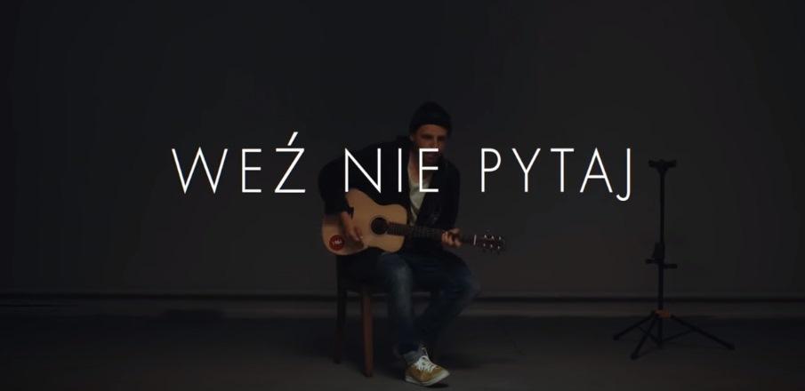 """Teledysk piosenki Pawła Domagały """"Weź nie pytaj"""" [fot. screen z www.youtube.com/watch?v=iAc6Qr_sAXw]"""