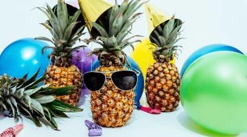 Gry imprezowe to dobry sposób na ożywienie spotkania z przyjaciółmi. [fot. materiały partnera]