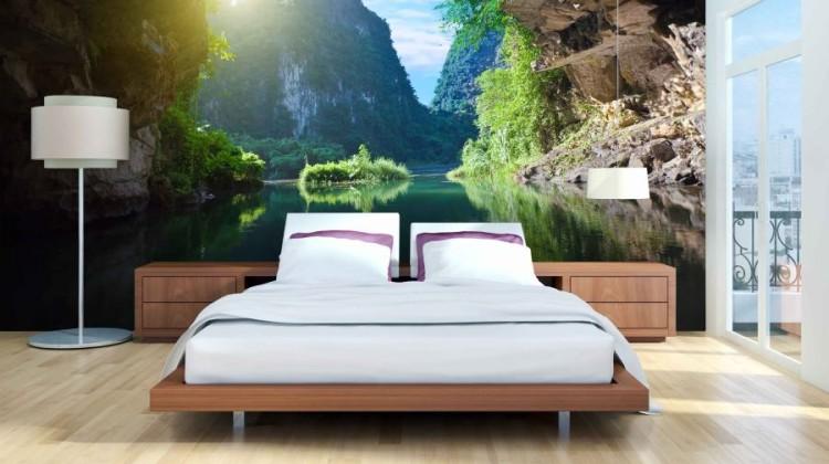 """Wyposażenie sypialni w fototapetę może """"przenieść"""" domowników w dowolne miejsce na świecie [fot. materiały partnera]."""