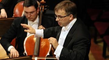 Wyjątkowym koncertem Toruńska Orkiestra Symfoniczna rozpocznie 41. sezon artystyczny! Od pulpitu poprowadzi ją maestro Dainius Pavilionis. [fot. materiały organizatora]