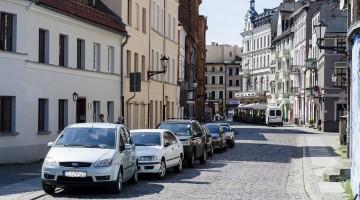 Od 1 czerwca kierowcy znów będą mogli płacić za parkowanie w Toruniu za pomocą parkomatów. [fot. Wojciech Leszczyński]