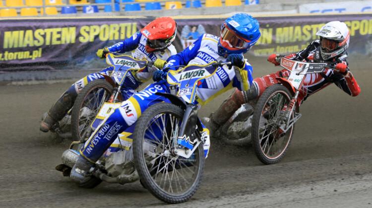 Tobiasz Musielak (niebieski) i Wiktor Kułakow (czerwony)  fot. www.torun.pl