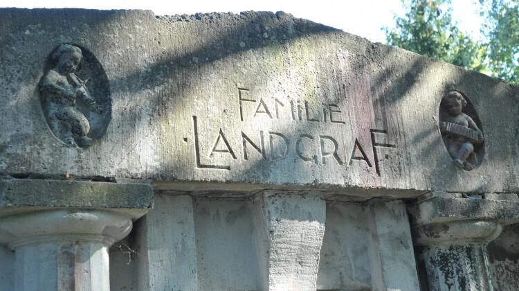 Tak prezentuje się nagrobek rodziny Langrafów [fot. www.torun.pl]