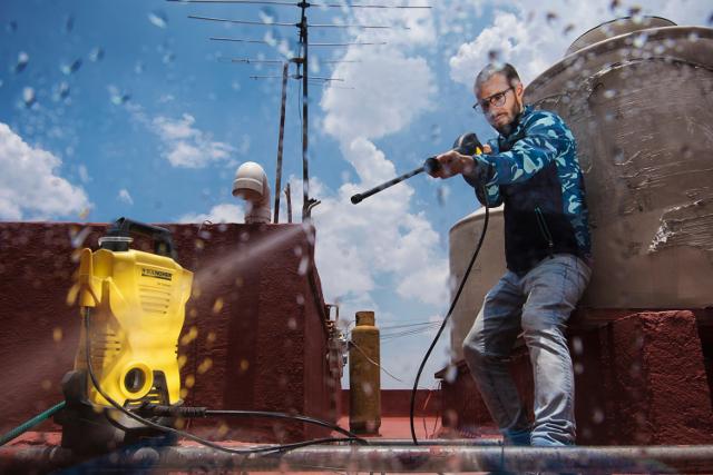 Maszyny ciśnieniowe mogą pomóc w oczyszczaniu roweru, motoru, karoserii samochodu, ale również elewacji czy tarasów.