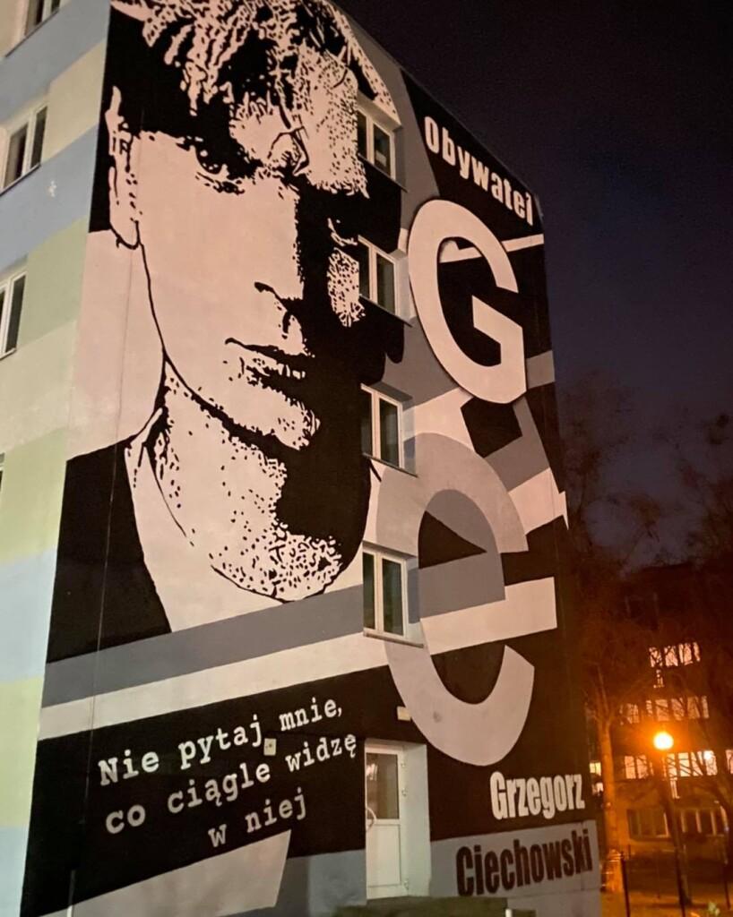 W tym roku Dni Ciechowskiego uczczono między innymi powstaniem muralu z jego wizerunkiem. [fot. Sebastian Winnicki]