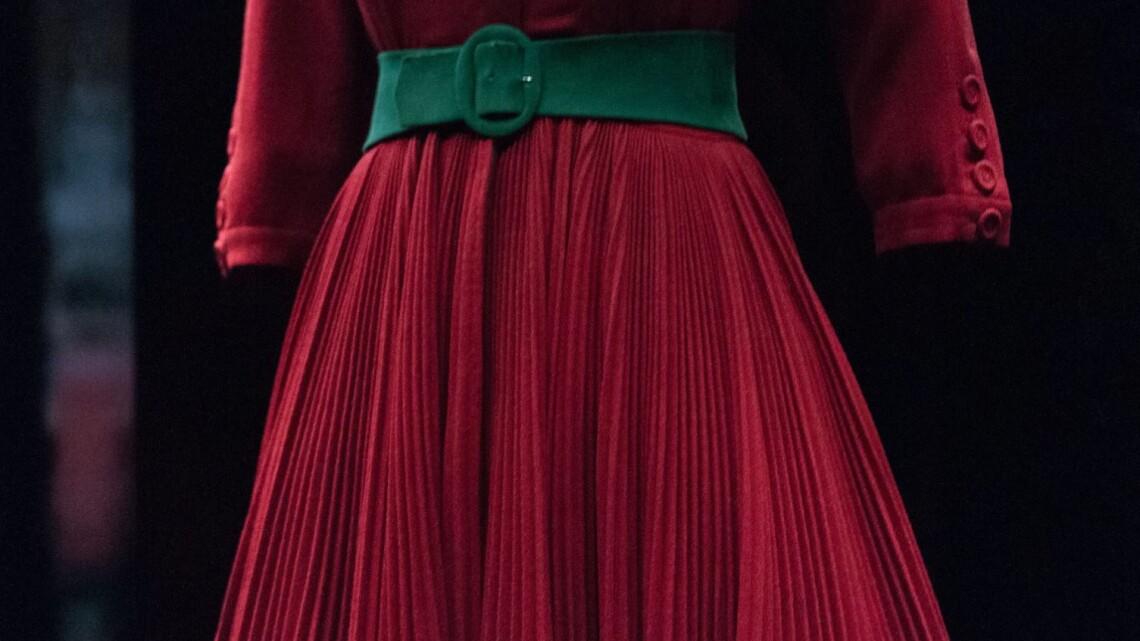 Sukienka długa czy krótka, rozkloszowana, bombka czy klepsydra? Czym kierować się przy wyborze sukienki? Fot. materiały partnera.