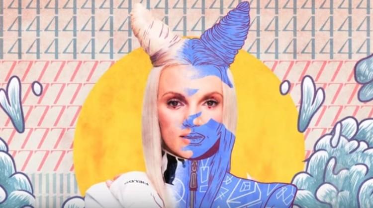 """Sarsa w teledysku swojej najnowszej piosenki """"Zakryj"""" [fot. screen z youtube.com/watch?v=1wGKtojNVA8]"""