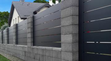 Ogrodzenia aluminiowe wytrzymują nagłe zmiany pogody i złe warunki atmosferyczne [fot. lakate.pl]