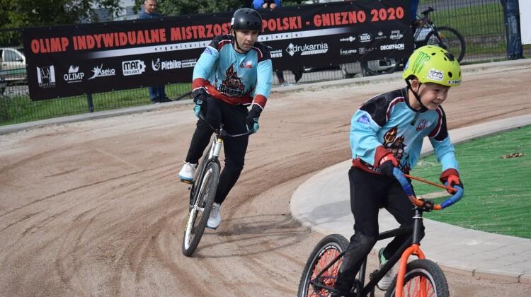 Xawery i Dawid Jeziorek podczas historycznego biegu fot. Martyna Brzezińska